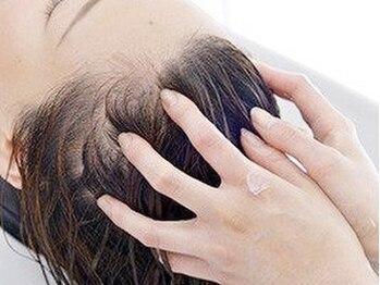 オットー バース(Otto BIRTH)の写真/【MIDORI5階】乾燥により頭皮も髪もSOS![Otto BIRTH]ならじっくり丁寧に頭皮環境を整えてくれる◎