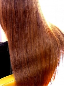 美容室 リセ(Rise)の写真/【Riseイチオシ光沢修復トリートメント♪】できる限りのダメージレス施術で艶感たっぷりなストレートヘアに
