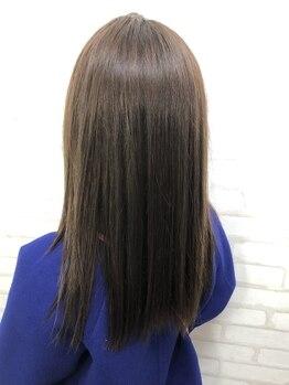 ヘアーアンドラッシュ ジーナ(Hair&Lash Jiina)の写真/乾かすだけでサラッとまとまる大人可愛いスタイルへ。内側から潤いのある髪で、忙しい女性をサポート!