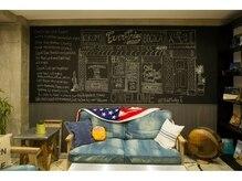 ココモ(KOKOMO)の雰囲気(外国製の家具に囲まれたおしゃれな空間でお待ちいただけます。)