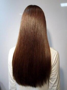 フレール オブ ヘア(FRERE of HAIR'S)の写真/ダメージレベルを見極めた上でご提案★『ノンアイロン縮毛矯正』で髪に優しく、扱いやすい艶髪を叶えます♪