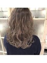 ガーデンヘアー(Garden hair)[松岡]波巻きグレージュ