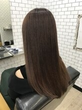 oiLは《髪》と《頭皮》どちらにもこだわり、いつも綺麗でいたい大人女性をサポート致します。