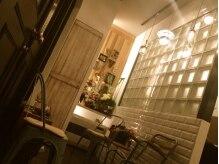 ヘアーサロンネイブ(Hair Salon Nab)の雰囲気(小さなカフェに来たような待合ブース☆welcome drinkをどうぞ♪)