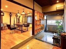 ゴエン(goen)の雰囲気(店内は自然と落ち着ける居心地の良い空間*)