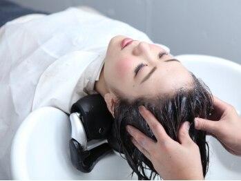ヘアーサロン メイキング(hair salon MaKiNg)の写真/地肌と髪を健やかに、美しく…頭皮の血行を促進し、エイジングケアも叶える至福のスパを堪能してみて♪