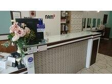 ナムナム 本陣店(NAM2)の雰囲気(白を基調としたレセプション。)