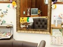 美容室 オリーブ(Olive)の雰囲気(キッズスペースあり。鏡越しに見えるのが嬉しい!)
