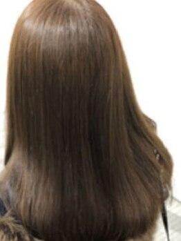 ヘアーアンドラッシュ ジーナ(Hair&Lash Jiina)の写真/パサつく・広がるなどでお悩みの方に!たっぷりと水分を補給して、ダメージレスなナチュラルストレートに。