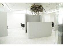 こだわりの内装と、居心地の良い半個室空間。大切な人に教えてあげたくなる技術とサービスを体感[小岩]