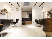 ヘアーサロンラズリット(Hair Salon Luz Lit)の雰囲気(サロン内はゆったりとしていて落ち着いた空間。)