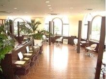 ヘア フィックス リュウ リゾート(hair fix RYU Resort)の雰囲気(広々した店内は気持ちいい陽の光が差し込みゆったり時間が・・・)