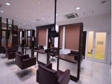 イントウキョウ 長岡店(IN TOKYO)の雰囲気(清潔感溢れる、広々とした空間。)