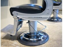 レベル(REVEL)の雰囲気(Barber chair)