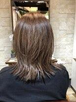 アイビーヘアー(IVY Hair)明るめカラー+外ハネスタイル