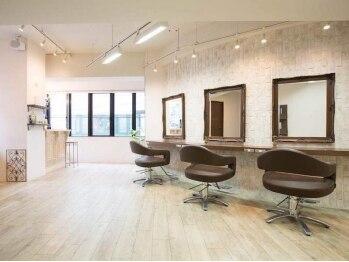 クロムヘアー(CHROME HAIR)の写真/30代~の大人のヘアサロン。アンティーク調のお洒落な店内で上質なサロンタイムを♪高いカット技術が好評!!