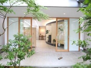 力廣美容館の写真/柔らかな光と緑あふれる隠れ家空間で創る洗練されたスタイル。全ての女性へ可愛くなれる魔法を…*