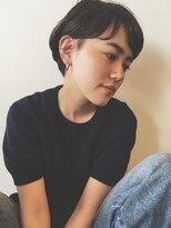 シー(she.)馴染みのいい前髪と曲線でつくるショート