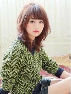 ミディアムウルフヘアアレンジ(女性髪型)梨花さん風ナチュラルヘア