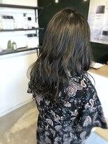 アミィヘアー(Ami Hair)暗髪ブルーグレージュ×ロング波ウェーブ
