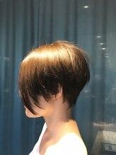 ビスヘアアンドメイク(BIS hair&make)前下がりのショートレイヤー