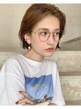ベル(Belle)アパレル系女子に大人気!前髪を上げた大人のクールショート