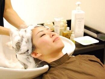 ミレニアム ニューヨーク 大泉学園店(MILLENNIUM NEW YORK)の写真/毛穴に詰まった汚れ・皮脂もクレンジングでスッキリ☆キュッとした地肌で髪の毛もきれいにさらさら♪