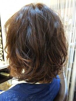 アルファ(alpha)の写真/1人1人の髪質・状態に合わせて薬剤選定。柔らかく艶のあるダメージレスなパーマスタイルをお楽しみ下さい◎