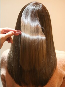 """アンソリット ボーテ(INSOLITE BEAUTE)の写真/【毛先までみずみずしいシルクの様な艶髪へ】当店自慢の""""酸熱Tr""""を使って髪質を徹底改善。[広尾/AVEDA]"""