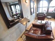 クロシェット ヘアー(Clochette hair)の雰囲気(こだわりの家具で、ゆったりと落ち着ける空間を作っています。)