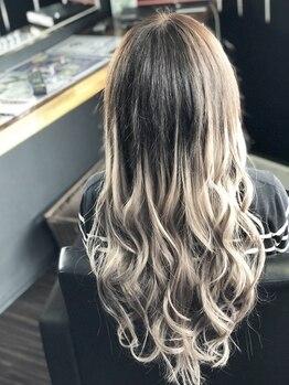 トータルビューティーサロン カラット(total beauty salon KARAT)の写真/【最高級人毛100%エクステ使用☆】どんな髪の毛にも自然に馴染むから、なりたいStyleに♪手触りも滑らか◎