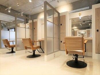 ノースイースト 登戸店(northeast)の写真/【贅沢空間の全席半個室サロン】周りの目を気にせずプロのStylistがあなたに似合うヘアスタイルをご提案♪