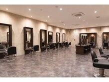 ヘアーヴィーヴル 鴨島店(Hair BIVRE)の雰囲気(徳島最大の広々空間で心置きなくおくつろぎ頂けます!!)