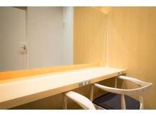 ヴェリカ アヴェダ 金沢フォーラス店(VELICA AVEDA)の雰囲気(待合室は高級感あるオーガニック素材で作りました。)