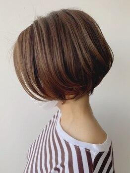 """ナチュラル ヘアーデザイニング(Natural hair designing)の写真/《白髪を生かすハイライト》白髪を""""隠す""""ではなく""""生かす""""大人のお洒落スタイルを始めませんか―?"""
