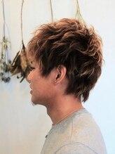 アンティーク(Antique)毛先の動きとハイライトで立体感のあるスタイル