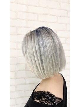 ビス ヘア アンド ビューティー 西新井店(Vis Hair&Beauty)10代20代切りっぱなしボブ ブルー×シルバーアッシュ