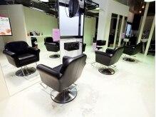 アナログ(analog)の雰囲気(パリのヘアーサロンをイメージして創り上げた店内。)