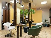 オブリ ヘア ドレッシング(OBLI HAIR DRESSING)の雰囲気(ナチュラル雰囲気のリラックスできる空間になっています。)