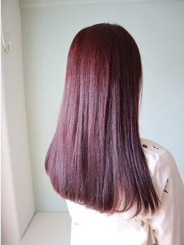 ユノン(U know)の写真/広がり・うねりで扱いにくい髪に◎艶めく自然なストレートは、凛とした女性らしさや美人度までUP♪