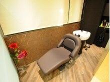 ヘアーリンク リアン(hair link Lien×if)の雰囲気(半個室のシャンプー台で、選べるヘッドスパが受けられます♪)