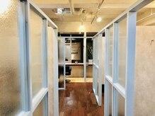 ルレイル(reir)の雰囲気(開放感のある個室なので圧迫感はないです。)