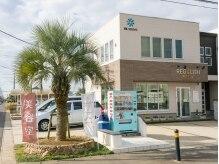 レゴリス ヘア デザイン(REGOLITH)の雰囲気(店舗前に駐車場3台完備。ヤシの木が目印です♪)