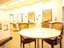 ビューティー フレーシア(Beauty Freesia)の雰囲気(待合スペース。気兼ねなく世間話でも♪)