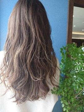 クブヘアー(kubu hair)《Kubu hair》グレージュカラーハイライトロング