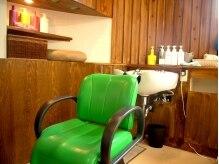 ヘアメイクサロン アース(hair make salon EARTH)の雰囲気(明るい日差しがさしこむ、ゆったりシャンプースペース)