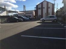 ザガーデン(nob collection THE GARDEN)の雰囲気(裏の駐車場は23台駐車できます!しかも広くて停めやすいです。)