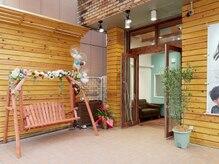 フラワー 六甲道(flower)の雰囲気(可愛いブランコが目印です♪ブランコで記念撮影してくださいね!)