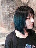 ディープグリーン × ブラックのグランジ風マチルダボブ
