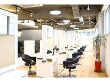 リッシュグランデ(riche GRANDE by CHANDEUR)の雰囲気(12席のセット面でゆったりと髪質改善トリートメントをご体験!)